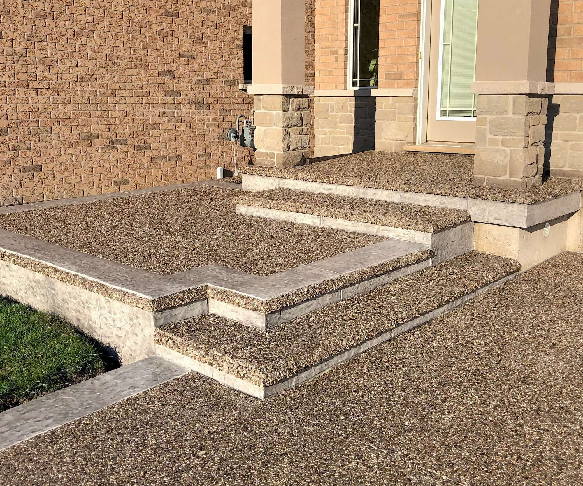 Exposed Aggregate Steps with Ash White Risers/Border